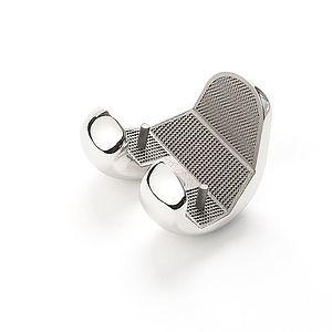 Кобальт-хромовый коленный имплантат.